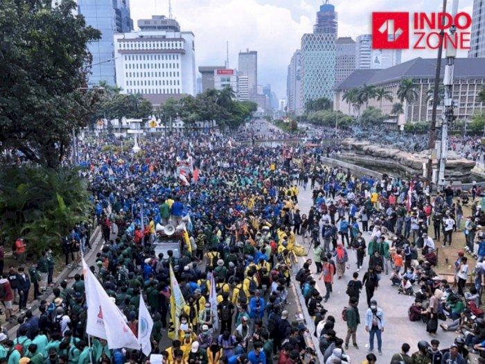 Walaupun Ada Aksi Lempar-lemparan, Kapolda Metro Laporkan Demonstrasi Berlangsung Kondusif