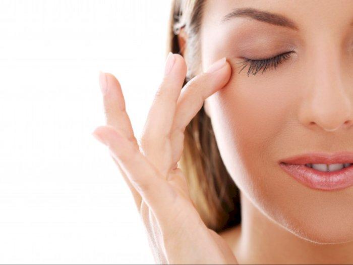 Hindari Pakai Skincare di Area Kelopak Mata, Ini Akibatnya