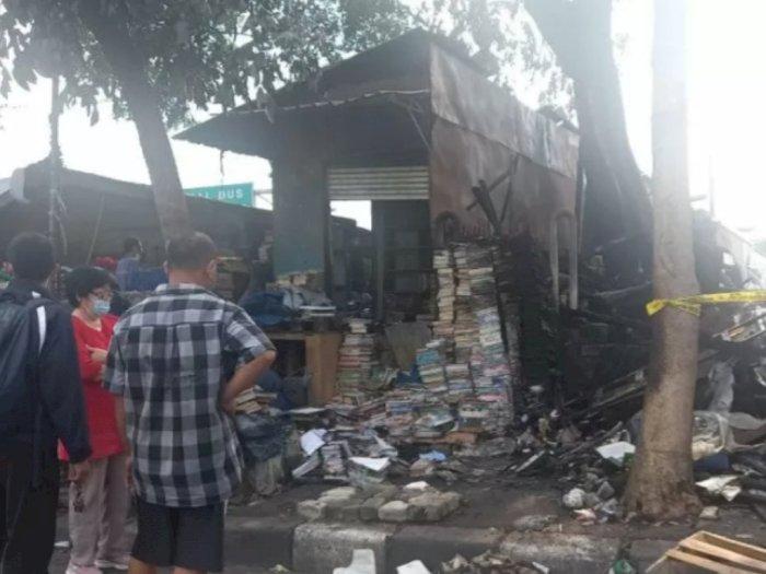 Belasan Kios Terbakar di Terminal Senen Berhasil Dipadamkan oleh Petugas