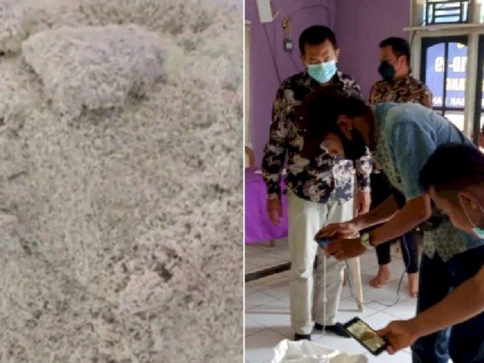 Miris, Beras Bulog Bantuan PPKM Bau Busuk, Warga Tak Terima Hingga Kembalikan Bansos