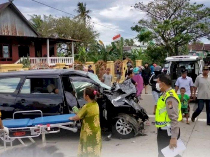 Tragis! Mobil Innova Tabrak Truk yang Sedang Berhenti di Barru Sulsel, Dua Penumpang Tewas