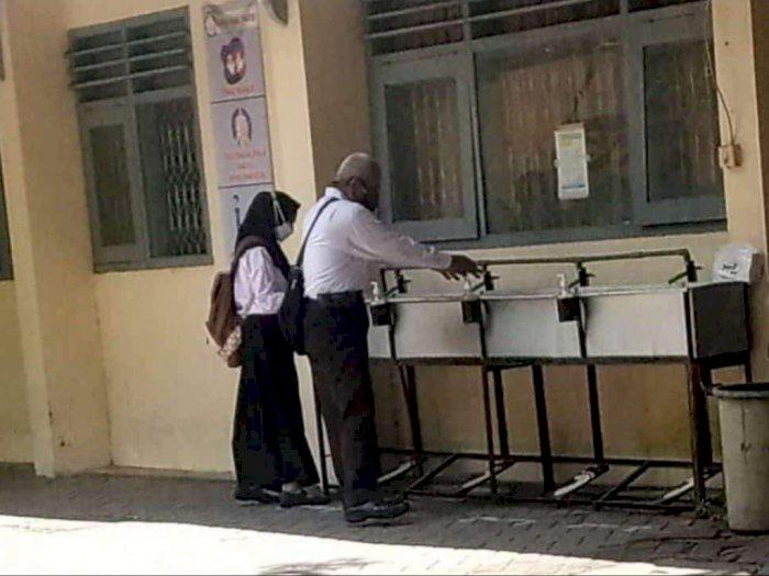 Cerita Pilu di Balik Foto Guru Honorer yang Viral karena Ikut Seleksi PPPK di Usia Senja