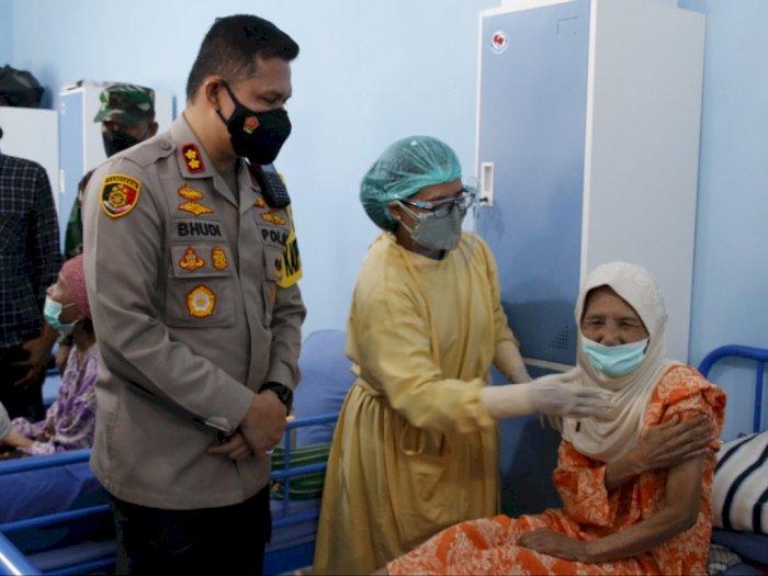 Vaksinasi Sasar Lansia, Polresta Malang Kota Pakai Cara Door To Door