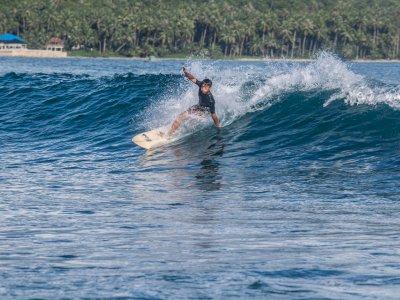 Surfing di Pantai Saroke Nias, Berikut Foto-fotonya