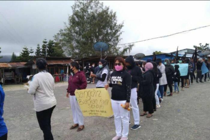 Tenaga kesehatan di Papua gelar aksi. (Foto/Antara)
