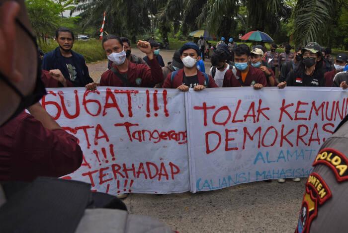 PROTES KEKERASAN APARAT TERHADAP DEMONSTRAN